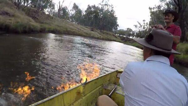 Австралийский депутат буквально поджег воду в реке