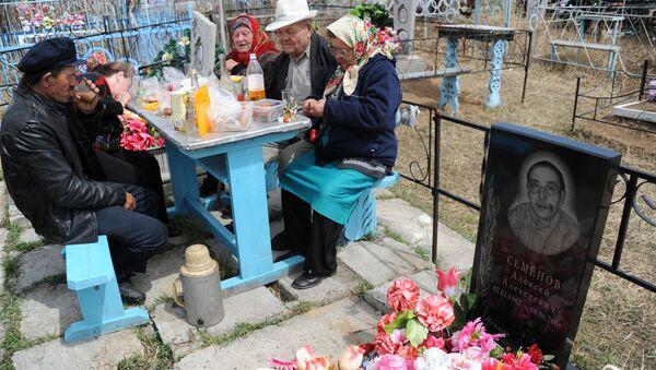 Посещение кладбищ в день Радоницы