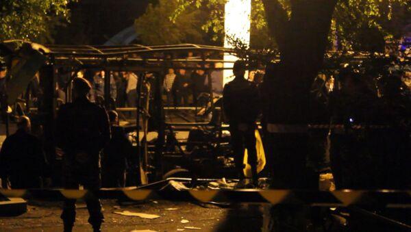Кадры с места взрыва автобуса в Ереване, где погибли двое человек