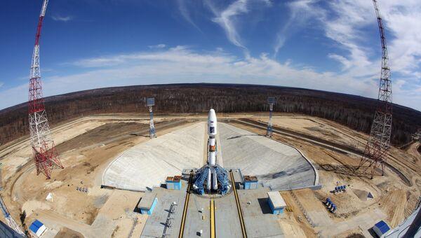 Ракета-носитель Союз-2.1а с российскими космическими аппаратами Ломоносов, Аист-2Д и наноспутником SamSat-218 на стартовом комплексе космодрома Восточный. Архивное фото