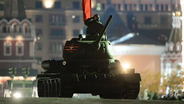 Танк Т-34-85 на репетиции военного парада