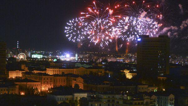 Праздничный салют в честь 71-й годовщины Победы в ВОВ. Архивное фото