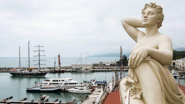 Вид на морской порт города Сочи
