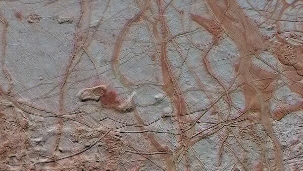 Ледяная поверхность спутника Юпитера Европы, снятая автоматическимкосмическимаппаратом НАСА Галилео