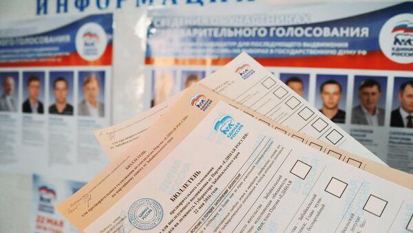 Бюллетени для предварительного голосования за кандидатов от партии Единая Россия, выдвигаемых на выборы в Государственную Думу РФ. Архивное фото