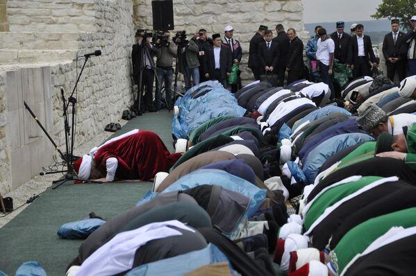 Совершение тауба-намаза – мусульманской покаянной молитвы