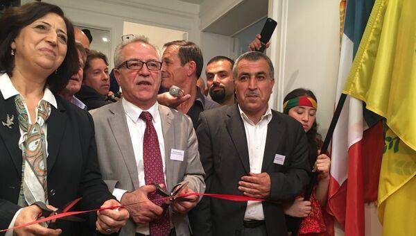 Представитель Автономного региона Сирийский Курдистан в Европе Сенам Мухаммед и представитель курдской Партии демократического союза во Франции Халед Иса
