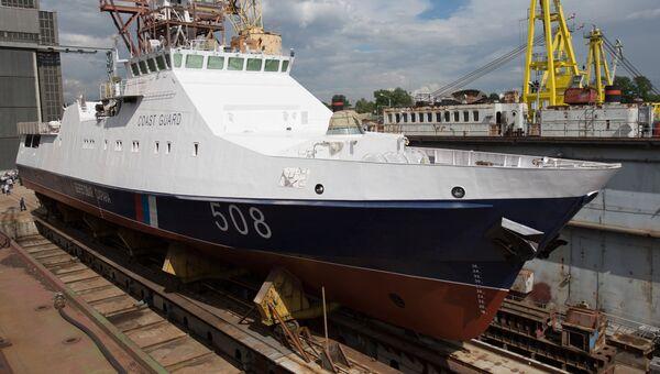 Торжественная церемония спуска на воду пограничного сторожевого корабля Надежный