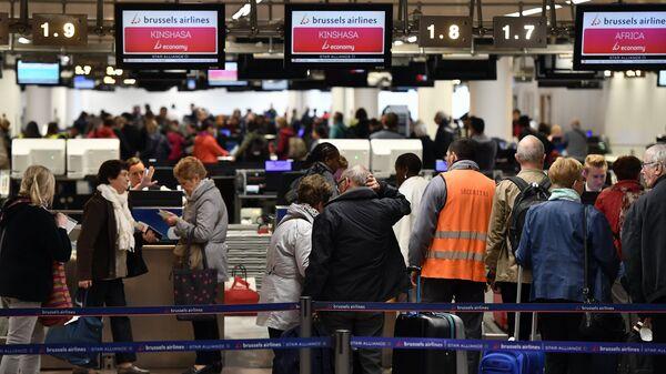 Пассажиры в зоне вылета аэропорта Брюсселя, Бельгия. Архивное фото