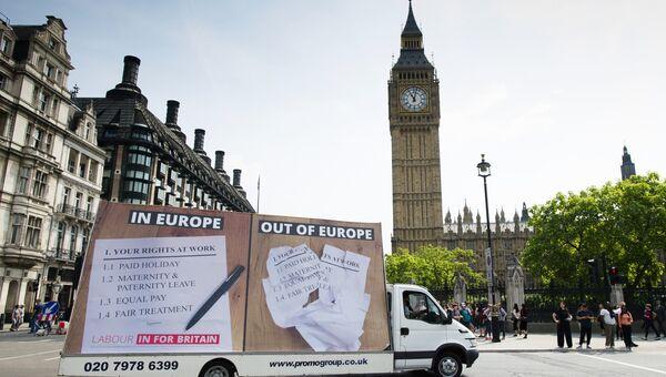 Автомобиль с агитационным баннером на улице Лондона в преддверии предстоящего референдума о членстве Великобритании в Евросоюзе
