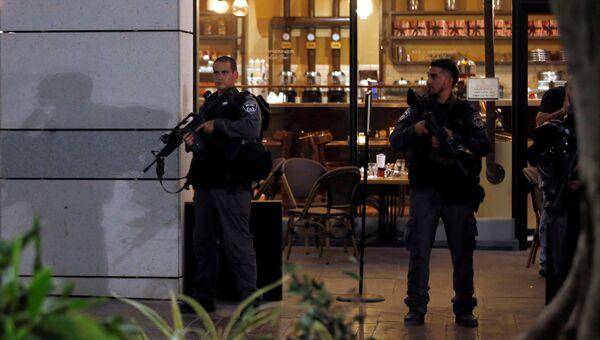На месте стрельбы в популярном у туристов и местных жителей районе Тель-Авива, Израиль