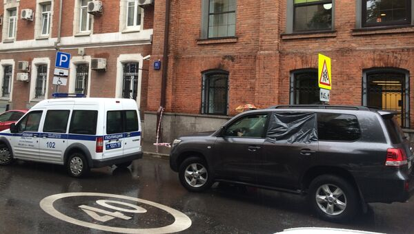 Автомобиль Toyota Land Cruiser на водителя которого было совершено нападение на улице Тимура Фрунзе