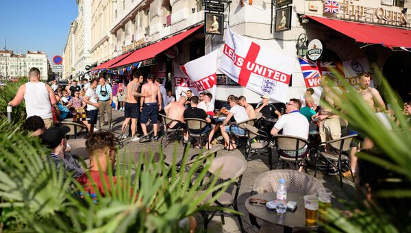Английские футбольные фанаты в Марселе, Франция. 9 июня 2016
