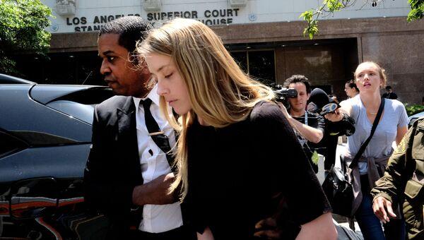 Актриса Эмбер Херд покидает здание суда в Лос-Анджелесе. Архивное фото