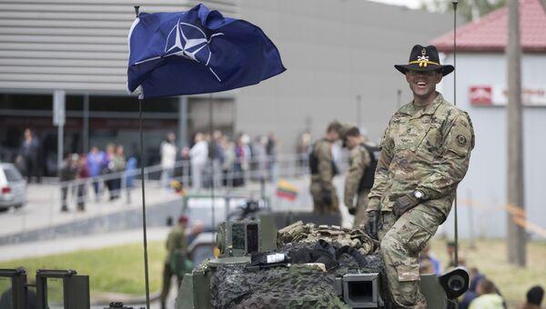 Военнослужащий армии США во время совместных учений войск НАТО. Архивное фото