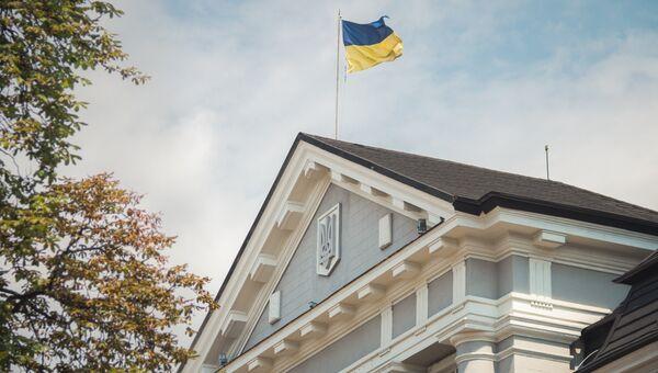 Флаг на здании Службы безопасности Украины в Киеве