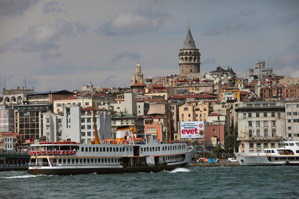 Вид на Стамбул через пролив Босфор