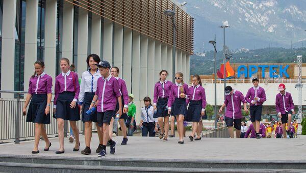 Дети в Международном детском центре Артек в Крыму. Архивное фото