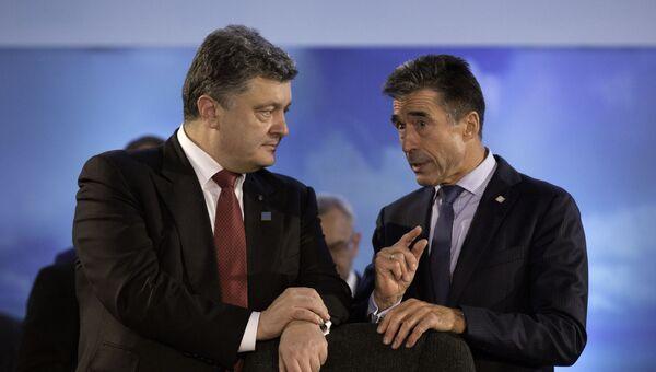 Президент Украины Петр Порошенко и бывший генсек НАТО Андерс фог Расмуссен