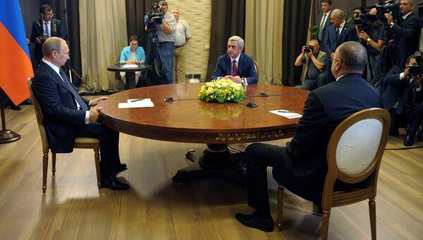 Президент РФ Владимир Путин во время трехсторонней встречи с президентом Армении Сержем Саргсяном и президентом Азербайджана Ильхамом Алиевым. Архивное фото