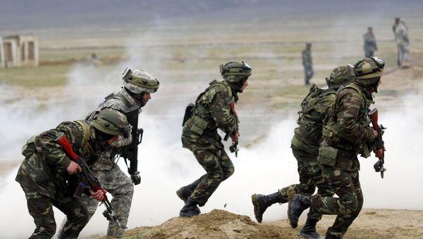 Солдаты вооруженных сил Азербайджана во время учений. Архивное фото