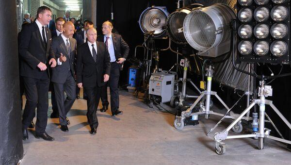 Президент России Владимир Путин во время посещения киностудии Ленфильм в Санкт-Петербурге