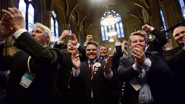 Объявление результатов референдума по сохранению членства Великобритании в ЕС