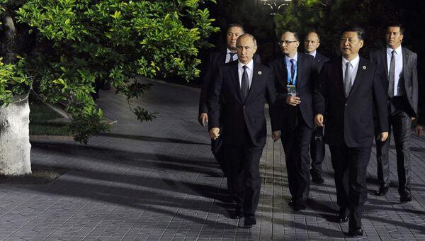 Президент РФ Владимир Путин и председатель КНР Си Цзиньпин во время встречи в Ташкенте. 23 июня 2016