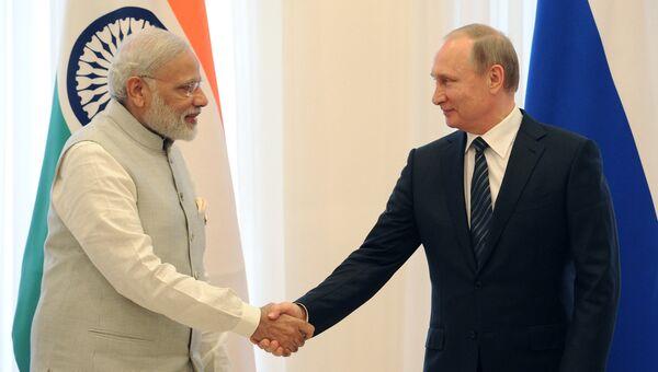 Президент РФ Владимир Путин и премьер-министр Индии Нарендра Моди. Архивное фото