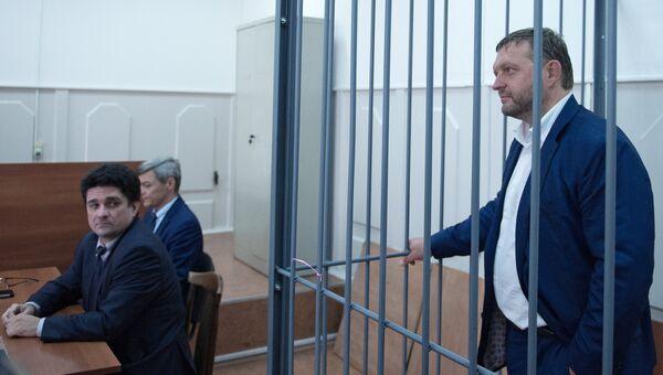 Губернатор Кировской области Никита Белых и адвокат Вадим Прохоров в Басманном суде Москвы