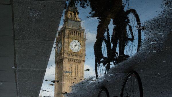 Отражение Биг Бена в Лондоне, Великобритания. 27 июня 2016