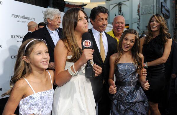 Сильвестр Сталлоне с семьей на премьере фильма Неудержимые в Лос-Анджелесе