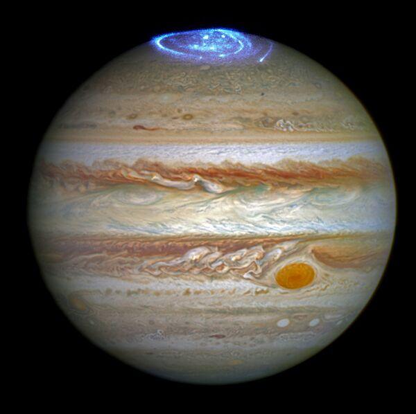 Полярное сияние на Юпитере, полученное с помощью телескопа Хаббл