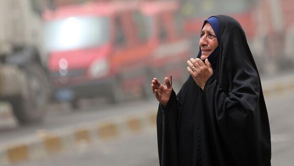 Женщина на месте террористического акта в Ираке. Архивное фото