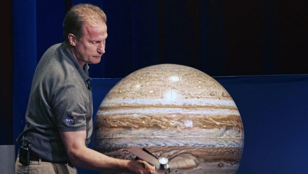 Руководитель миссии Juno Рик Найбаккен в Лаборатории реактивного движения в Пасадене