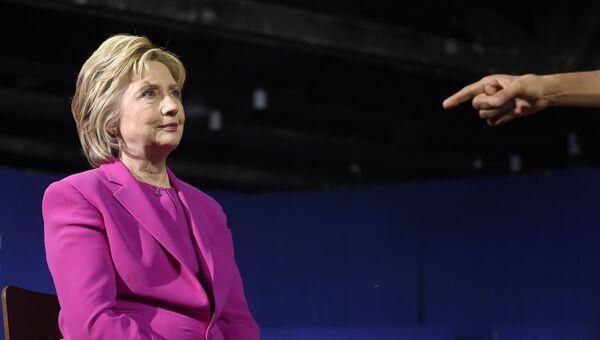 Кандидат в президенты США Хиллари Клинтон во время выступления Барака Обамы. 5 июля 2016