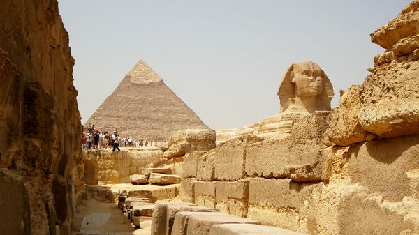 Египетские пирамиды на плато Гиза в пригороде Каира