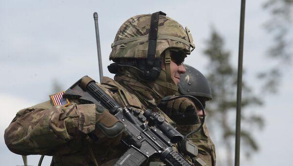 Военнослужащий армии США во время международных военных учений Saber Strike-2016  в Эстонии