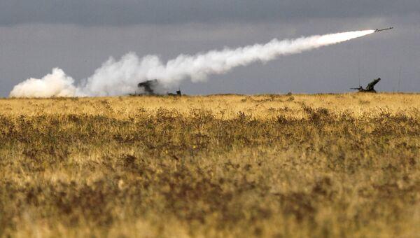 Работа зенитно-ракетного комплекса на военных учениях. Архивное фото