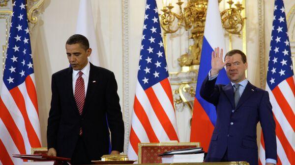Дмитрий Медведев и Барак Обама после подписания договора СНВ-3 в Праге
