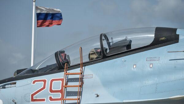 Истребитель Воздушно-космических сил РФ СУ-30 СМ на авиабазе Хмеймим в Сирии. Архивное фото