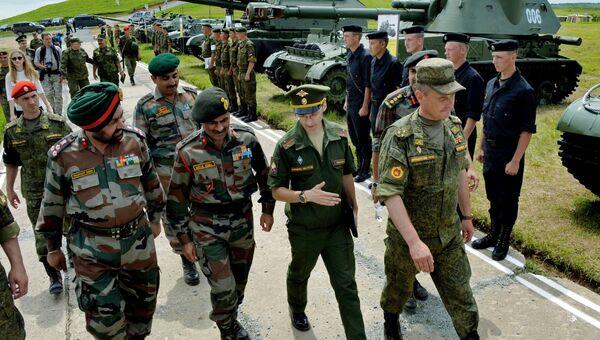 Российские и индийские военные. Архивное фото