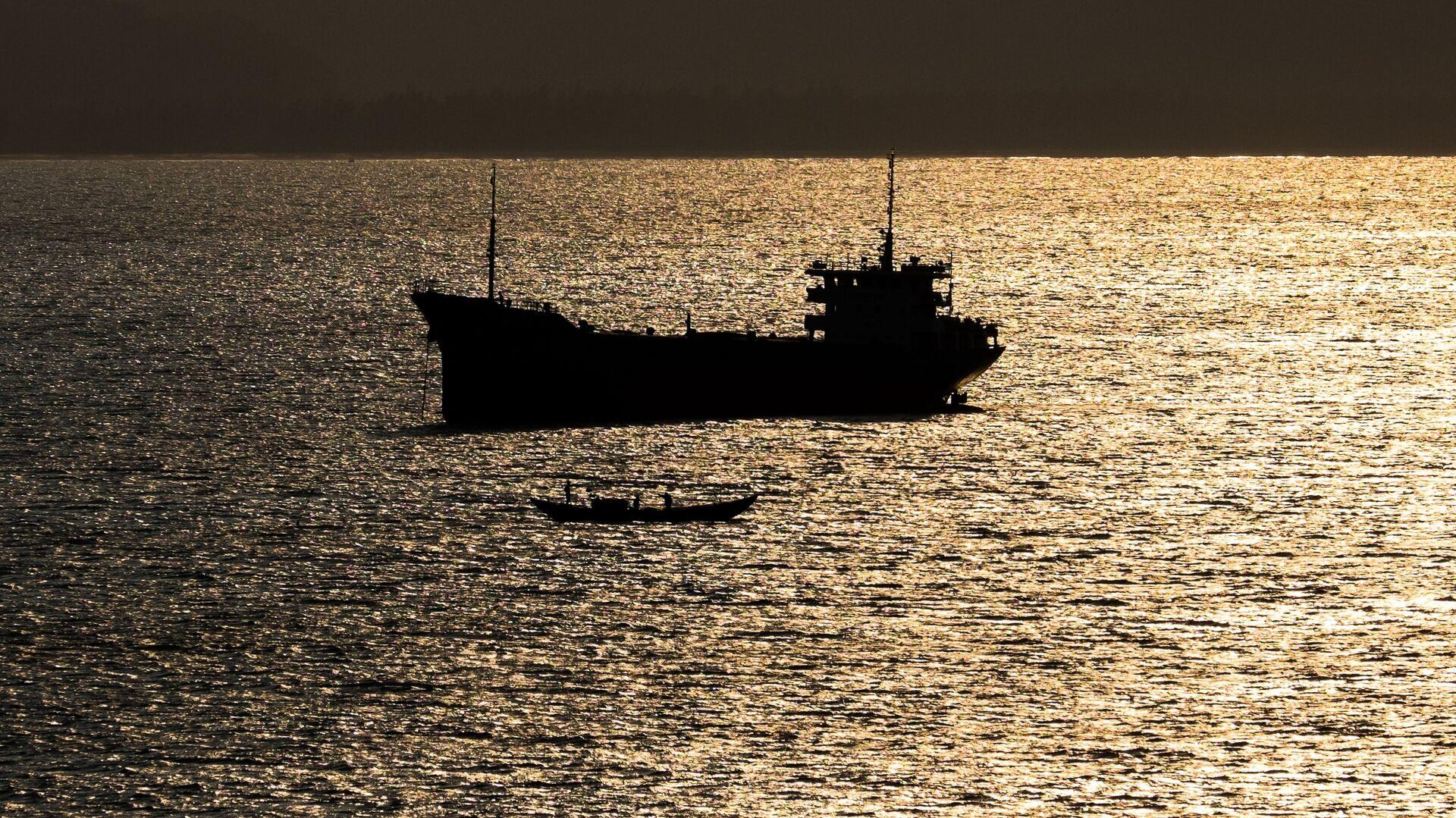 В Малайзии задержали танкер с россиянами на борту