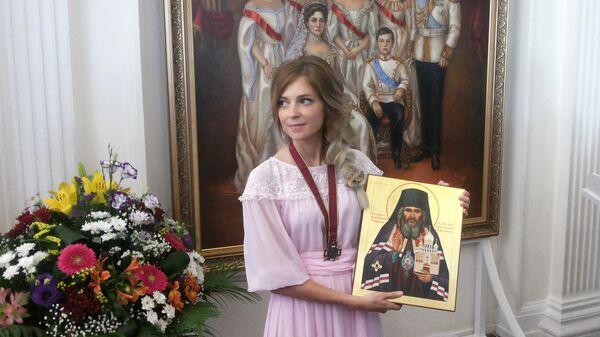 Прокурор Республики Крым Наталья Поклонская передала в дар Ливадийскому дворцу портрет царской семьи