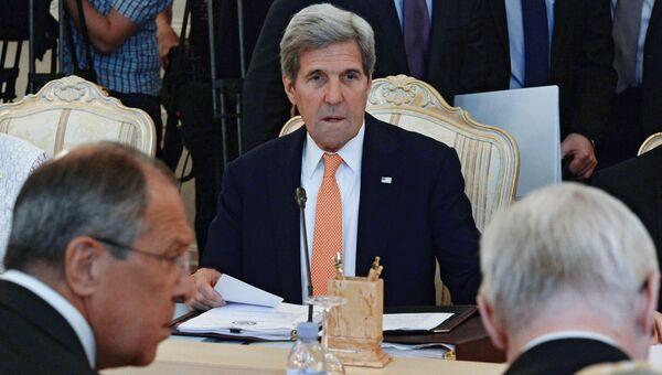 Госсекретарь США Джон Керри во время встречи с Сергеем Лавровым в Москве
