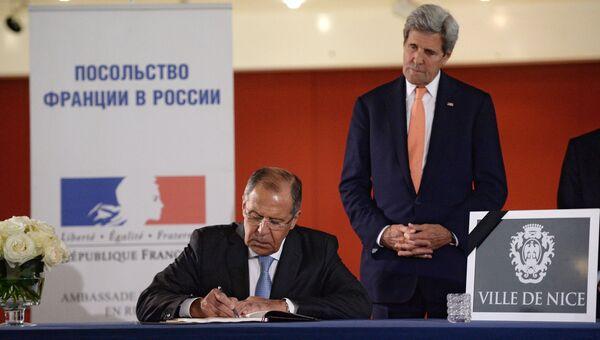 Министр иностранных дел РФ С. Лавров и госсекретарь США Дж. Керри выразили соболезнования в связи с терактом в Ницце