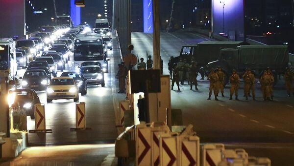 Ситуация на мосту через пролив Босфор в Стамбуле. 16 июля 2016