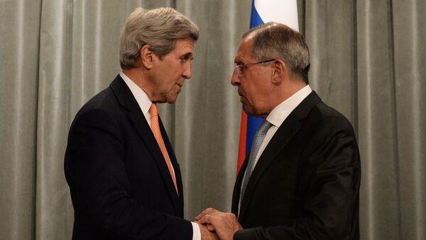 Министр иностранных дел РФ Сергей Лавров (справа) и государственный секретарь США Джон Керри на встрече в Москве. Архивное фото