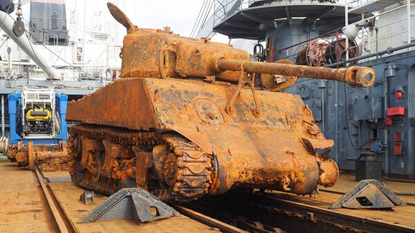 Американский средний танк Шерман, поднятый специалистами управления поисковых и аварийно-спасательных работ Северного флота со дна Баренцева моря