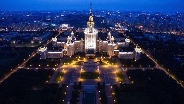 Здание Московского государственного университета имени М.В. Ломоносова в Москве. Архивное фото